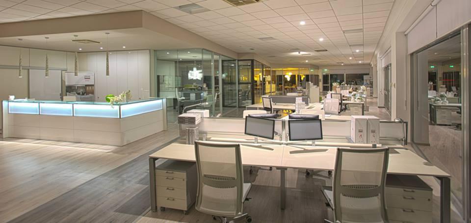 Arredamento per l 39 ufficio trifolio gestione stampe for Ufficio stampa design